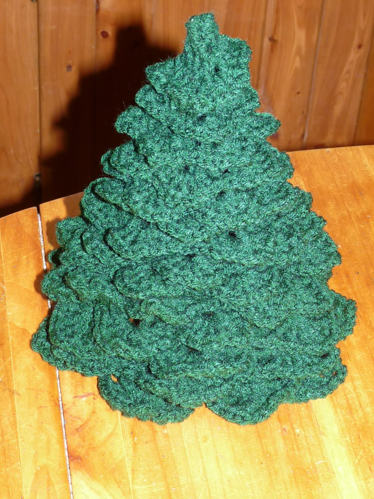 Crochet Pattern For Xmas Tree : Crochet Christmas Tree Pattern: Finished Tree