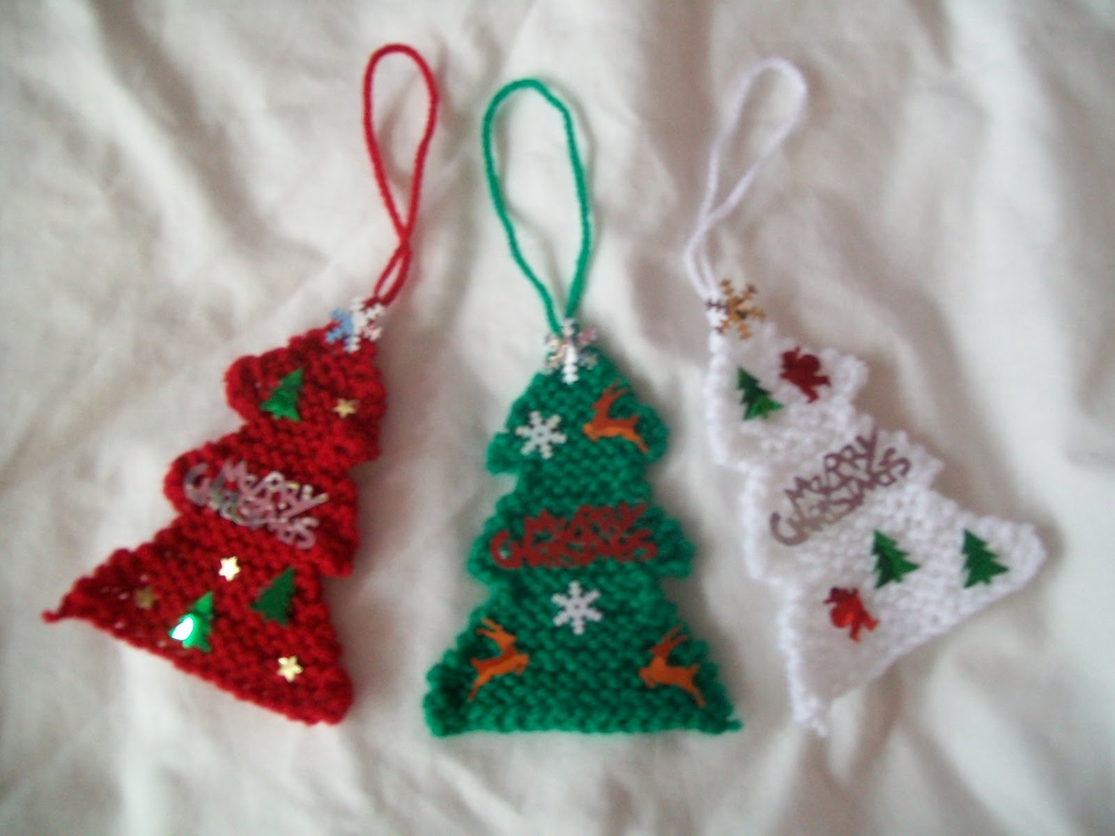 Simple Knitting Patterns Christmas Decorations : In it to Kouture it: Quick n easy christmas tree decoration!