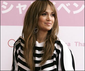 Jennifer Lopez Youthful In Teen Outfit?