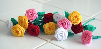 Filth wizardry mini roses from dollar store crepe paper streamers i thought about doing a photo tutorial for this but it wouldnt be as straightforward as if i just shot a video of me making one for you mightylinksfo
