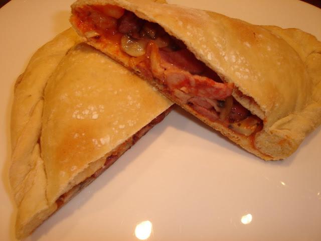 Articole culinare : Pizza Calzone
