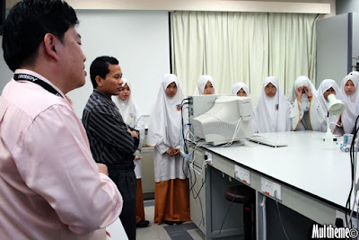 Students listens as UBD lecturer gives introductory speech