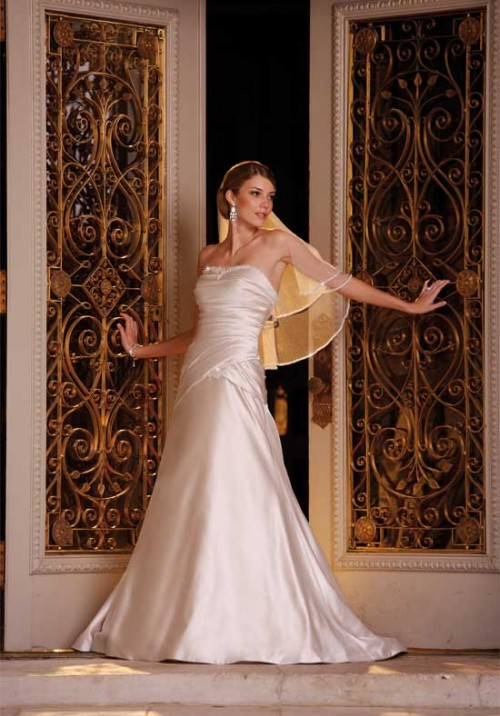Beautiful wedding Dress by Essense of Australia