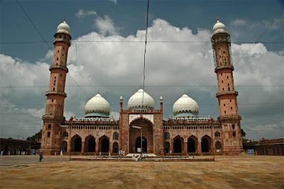 tajulmasjid037yd - Top 10 Most Beautiful Mosques in The World