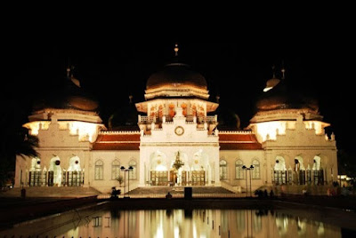 most beautiful mosques in the world Baiturrahman Mosque Banda Aceh Indonesia - Top 10 Most Beautiful Mosques in The World