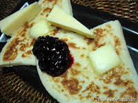 potato-farls-with-Cheddar-cheese-and-blueberry-jam