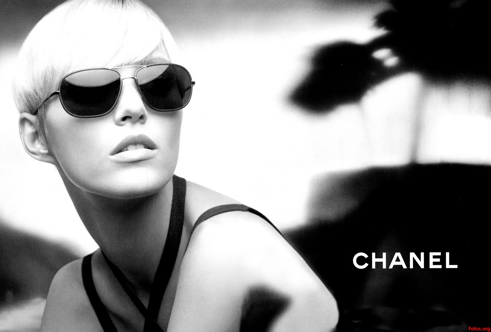 http://2.bp.blogspot.com/_hotmlN9cUXI/TRuRld1IdRI/AAAAAAAAALk/xTFWsFtQ1DM/s1600/anja_rubik-chanel-02-eyewear-1.jpg