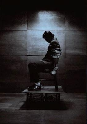 El hombre que volo en globos atado a una silla /