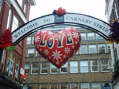 Carnaby+Street+Christmas+lightings+balloons+Singaporean+in+London