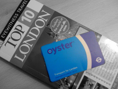 Fare+dodgers+on+DLR+Singaporean+in+London+oyster+card