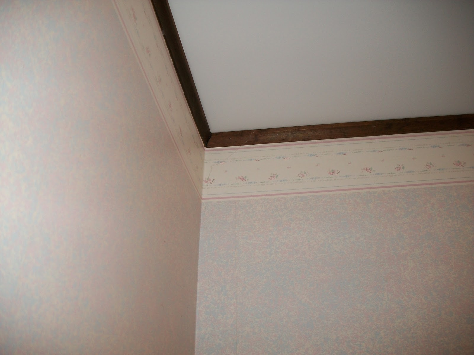http://2.bp.blogspot.com/_hrNYhOxhjv8/TSsgHMaLkTI/AAAAAAAAG9c/wfXNxZ_NQfE/s1600/Laundry+room+wallpaper3.JPG