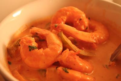 La recette des Crevettes au Curry Rouge et au Lait de Coco