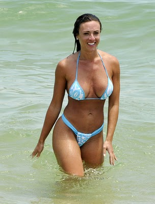 http://2.bp.blogspot.com/_hrWF8l2Swik/TTnfXYE9gCI/AAAAAAAABLk/gfWH3GFw3uQ/s1600/Nicole+Bahls+Enjoying+The+Ocean+In+Brazil+wmpics.jpg