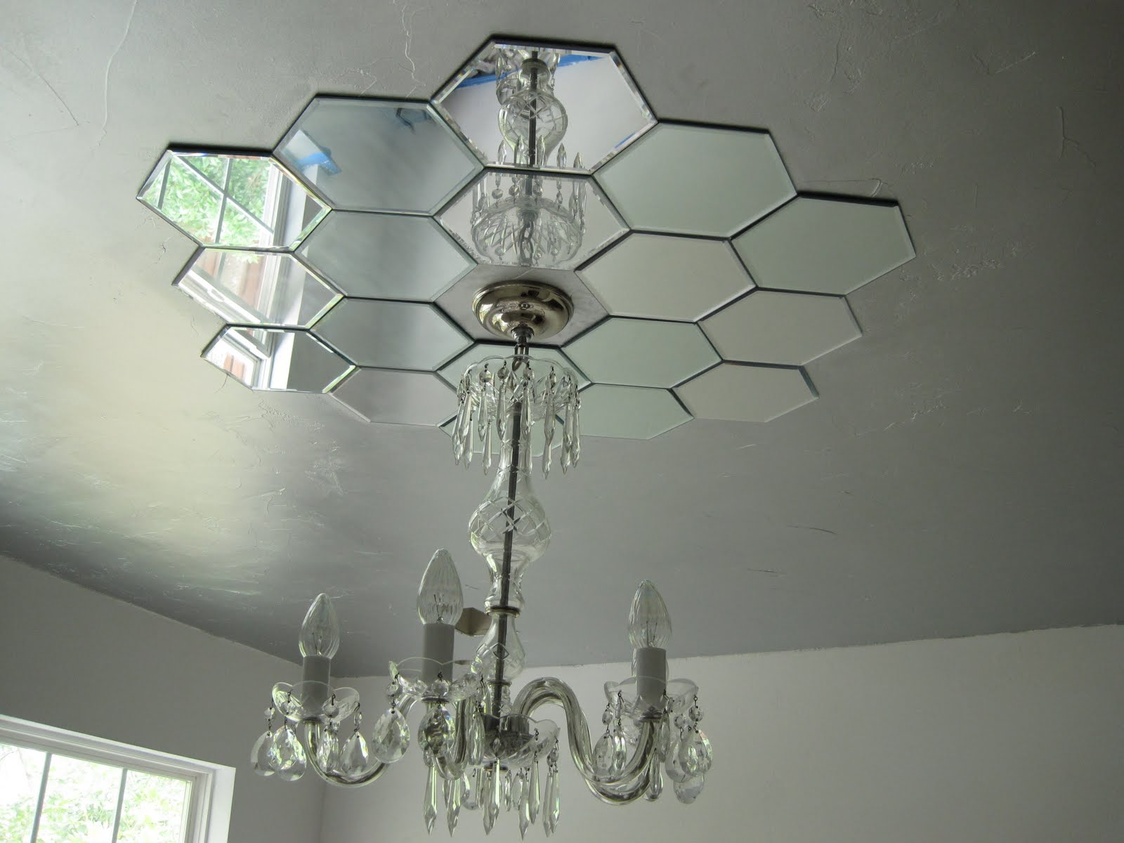 Faux Daddy Designs: Mirrored Ceiling Medallion