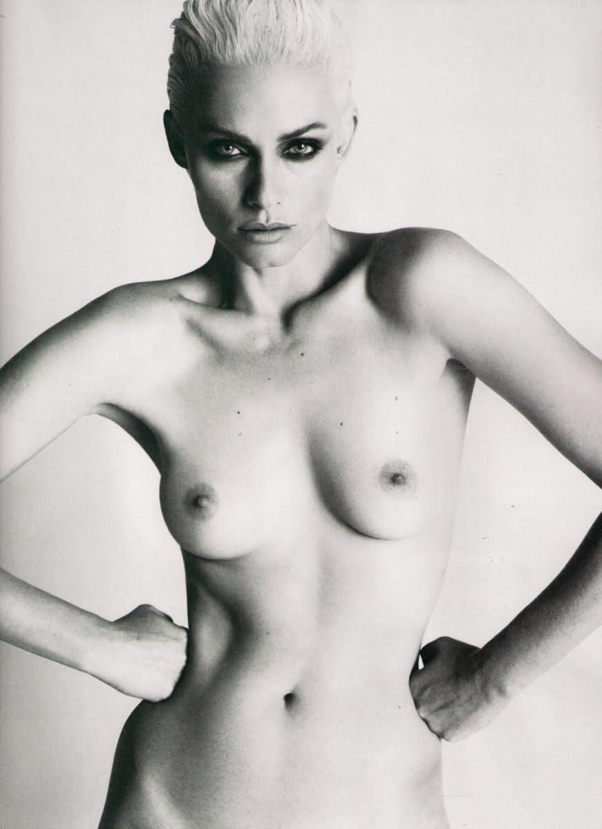 Amber Valletta nue 2