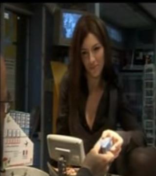 Louise Bourgoin imite Carla Bruni