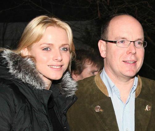 Prince Albert II de Monaco annonce ses fiançailles avec Charlene Wittstock