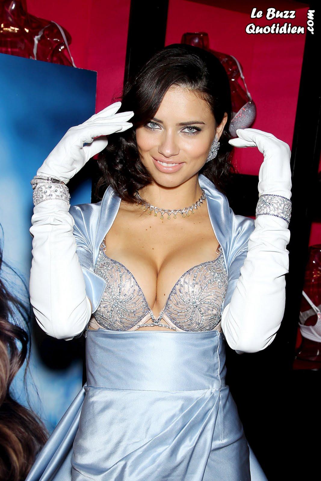 Adriana Lima bombshell