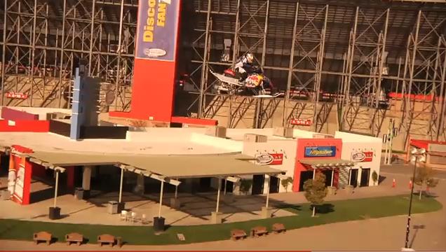 Record du monde du saut le plus long en motoneige