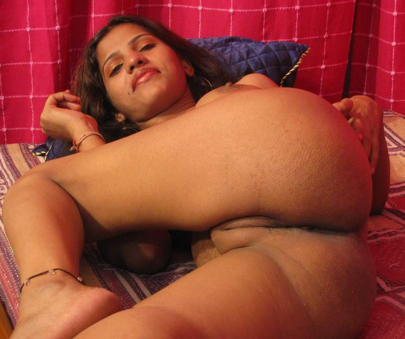 wonen showing boobs and pussy