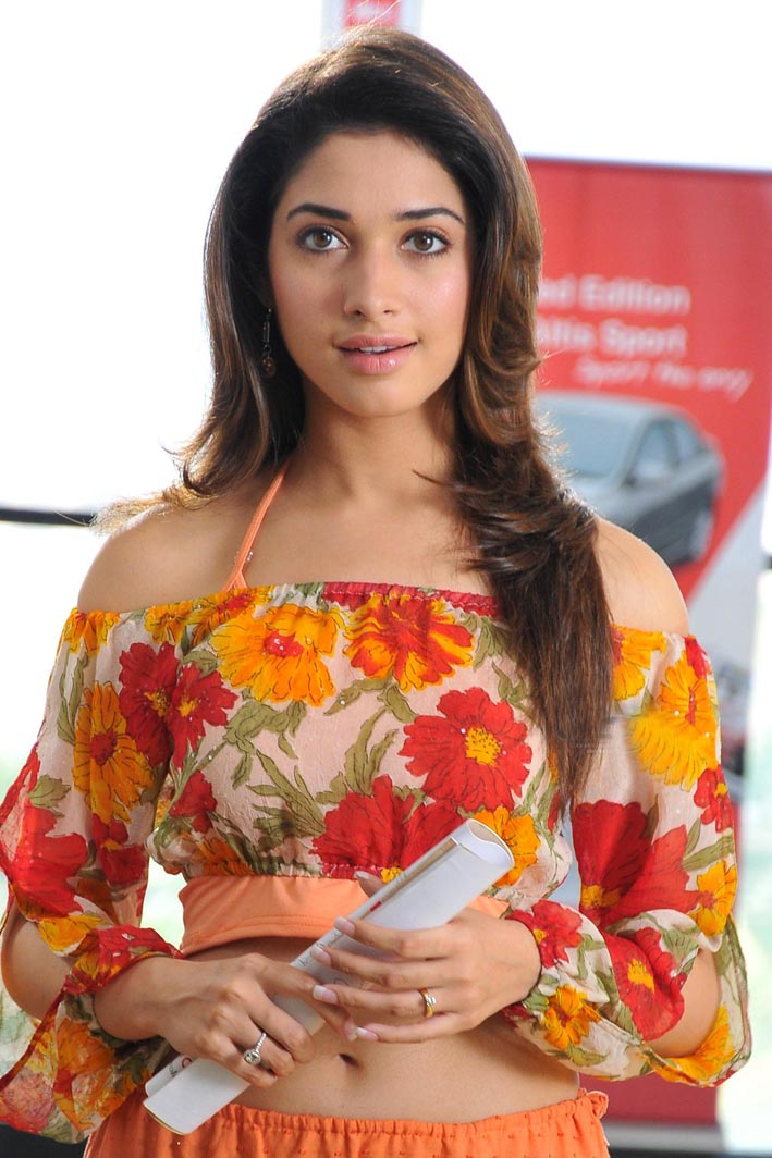 [Actress+Tamanna+Bhatia+Stills+in+Thillalangadi+Movie.jpg]