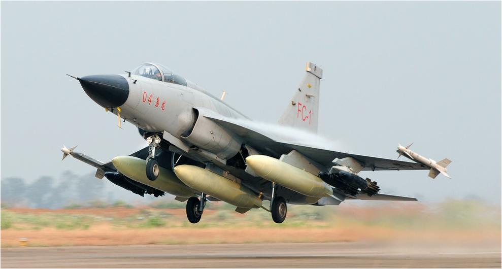 الصين : الحكومة المصرية بدأت الانتاج المشترك لجى اف 17 بعدما اشترت 48 واحدة والصين تصدر المدفع بلز 4 - صفحة 2 FC_1_04_1