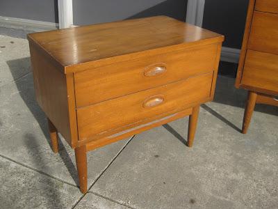 Teak Bedroom Furniture on Uhuru Furniture   Collectibles  Sold   Danish Modern Teak Bedroom Set