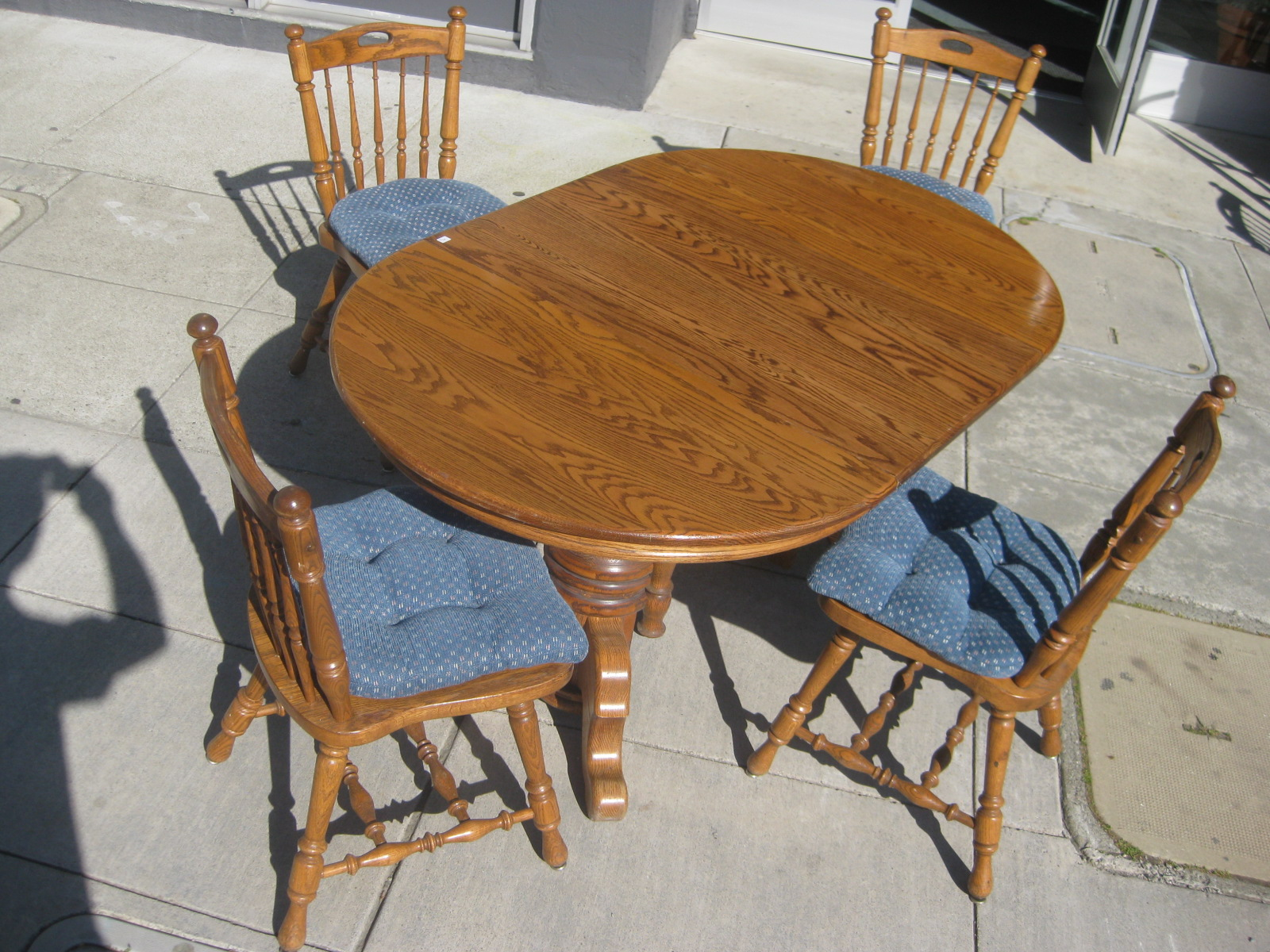 UHURU FURNITURE & COLLECTIBLES: SOLD - Oak Dining Table + 3 Leaves