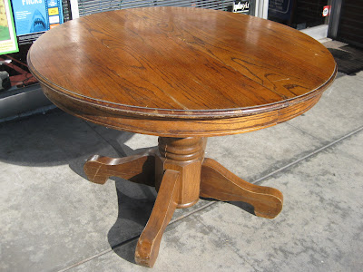 Round Oak Table : UHURU FURNITURE & COLLECTIBLES: SOLD - Classic Round Oak Table - $40