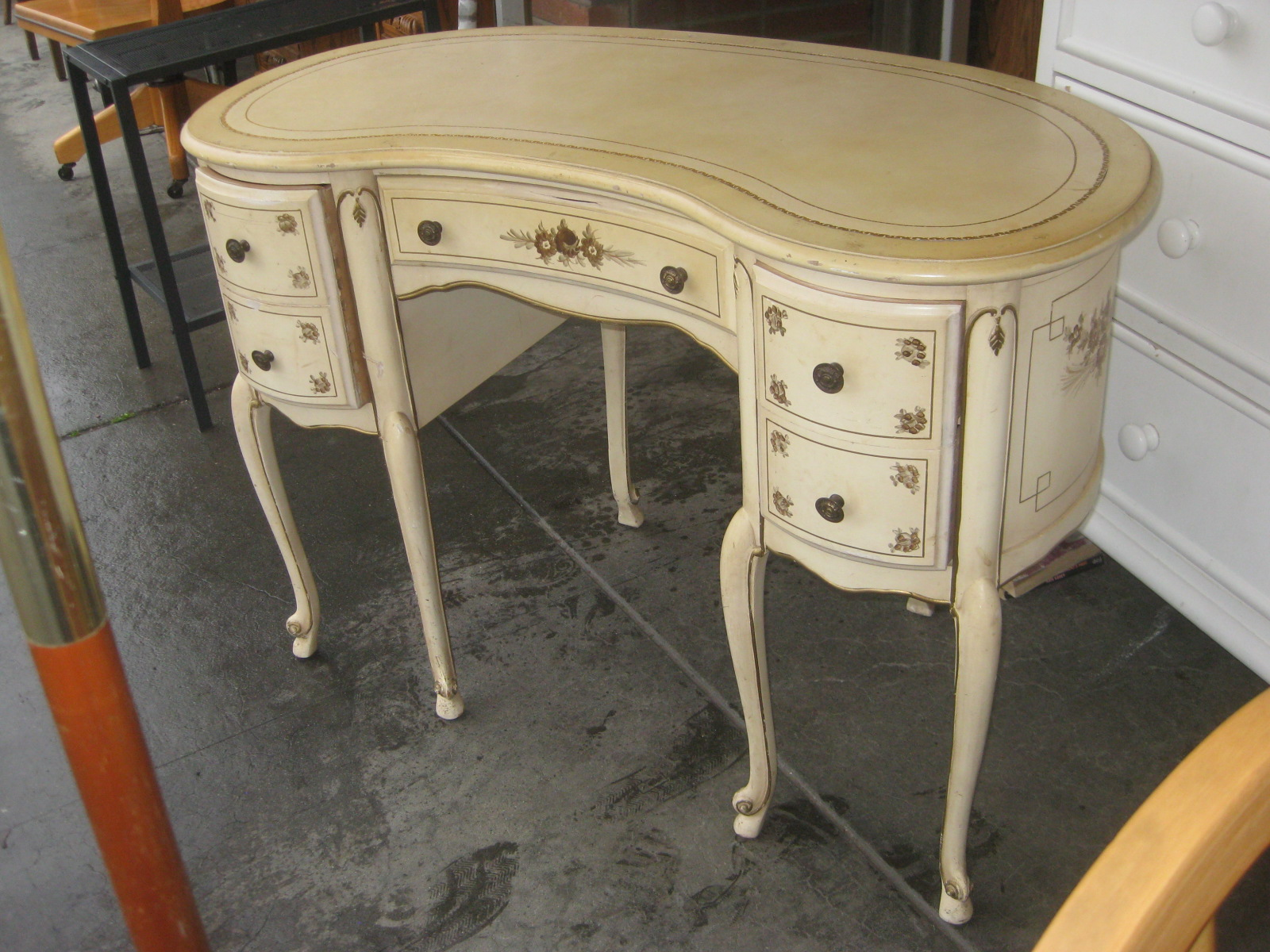Uhuru furniture collectibles sold kidney shaped desk for Kidney desk for sale
