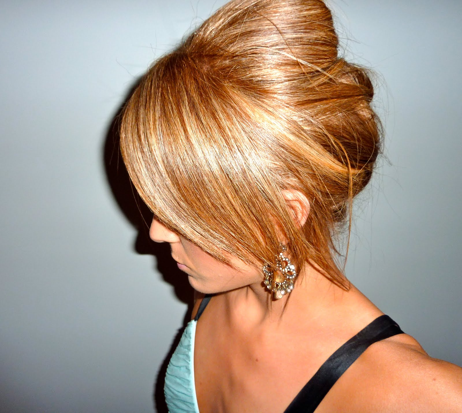 Caramel highlights hairstyles caramel highlights with bun for Caramel blond