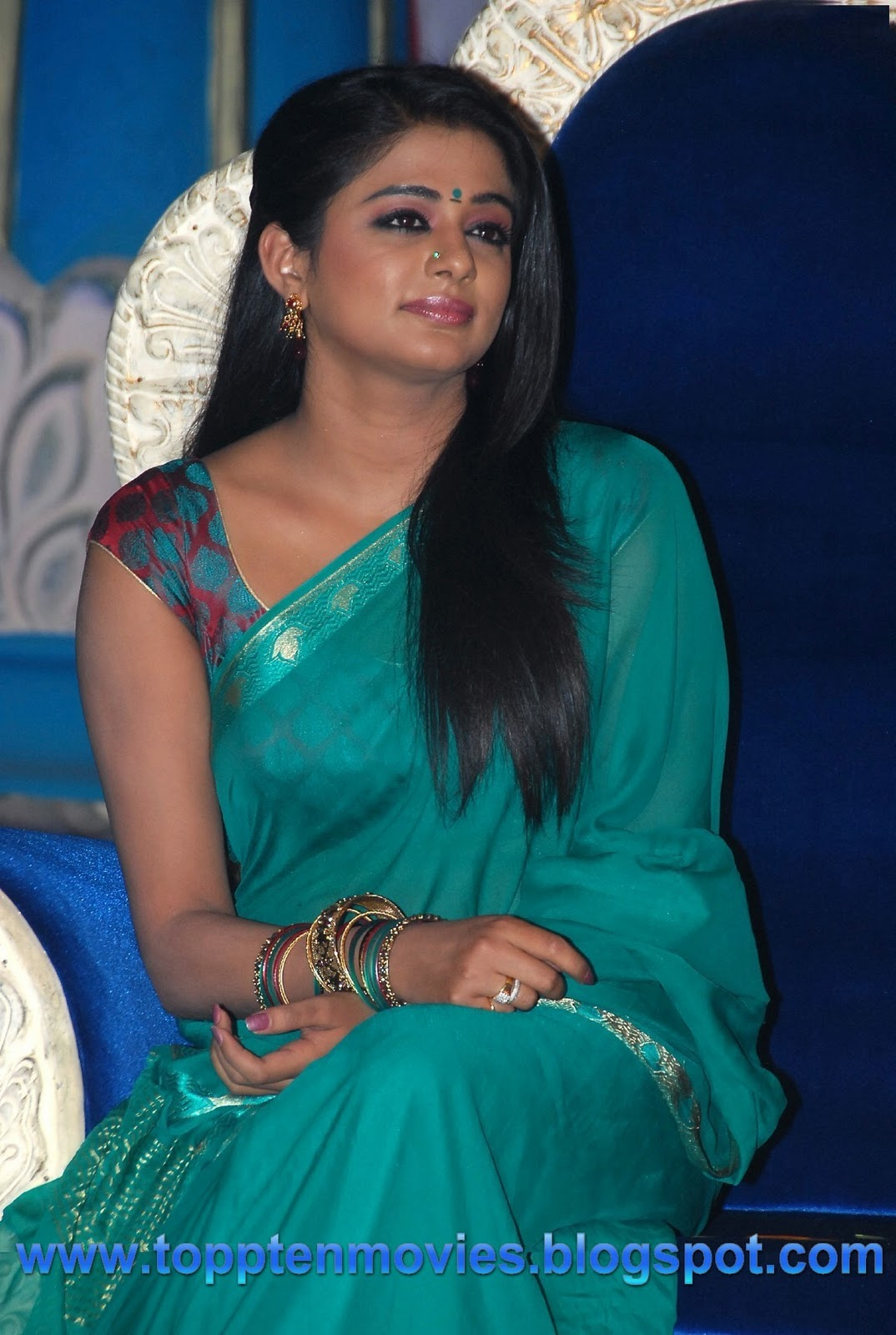 Priyamani Hot Saree Stills Latest Gallery