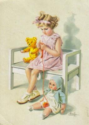 Девочка с куклой открытка 96
