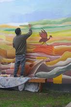 Pintando el mural en Barrio Serena