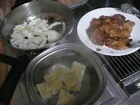 Boil ravioli, fry onions