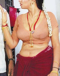 Aunty from Chennai Exposed saree and blous