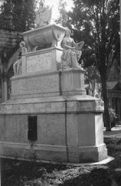 Antigua tumba de Bernardo O´Higgins