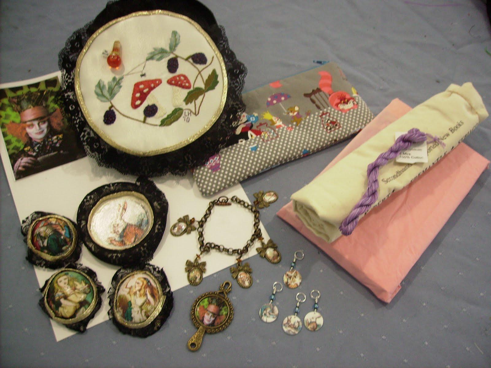 Lisa 39 s lair alice in wonderland inspired crafts for Alice in wonderland crafts