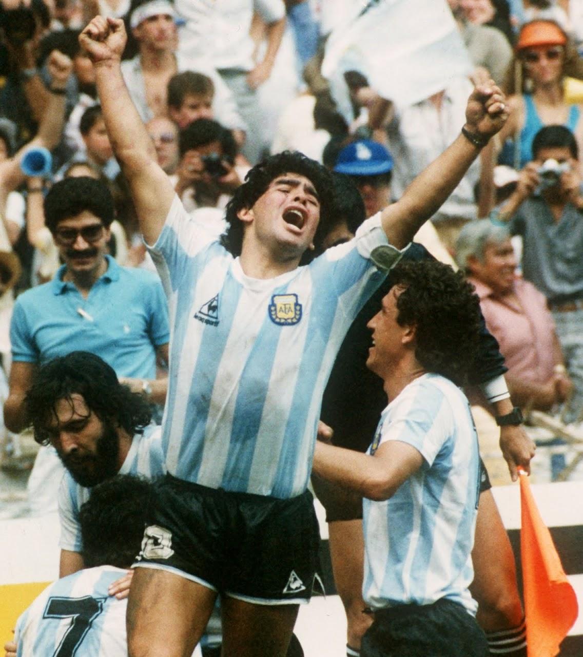http://2.bp.blogspot.com/_i6icptBang4/TDCCQx7ATyI/AAAAAAAAAeA/-RLeI_uBm-M/s1280/Maradona.jpg