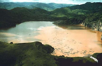 Lake Nyos, a Deathly Lake killing 1800 people