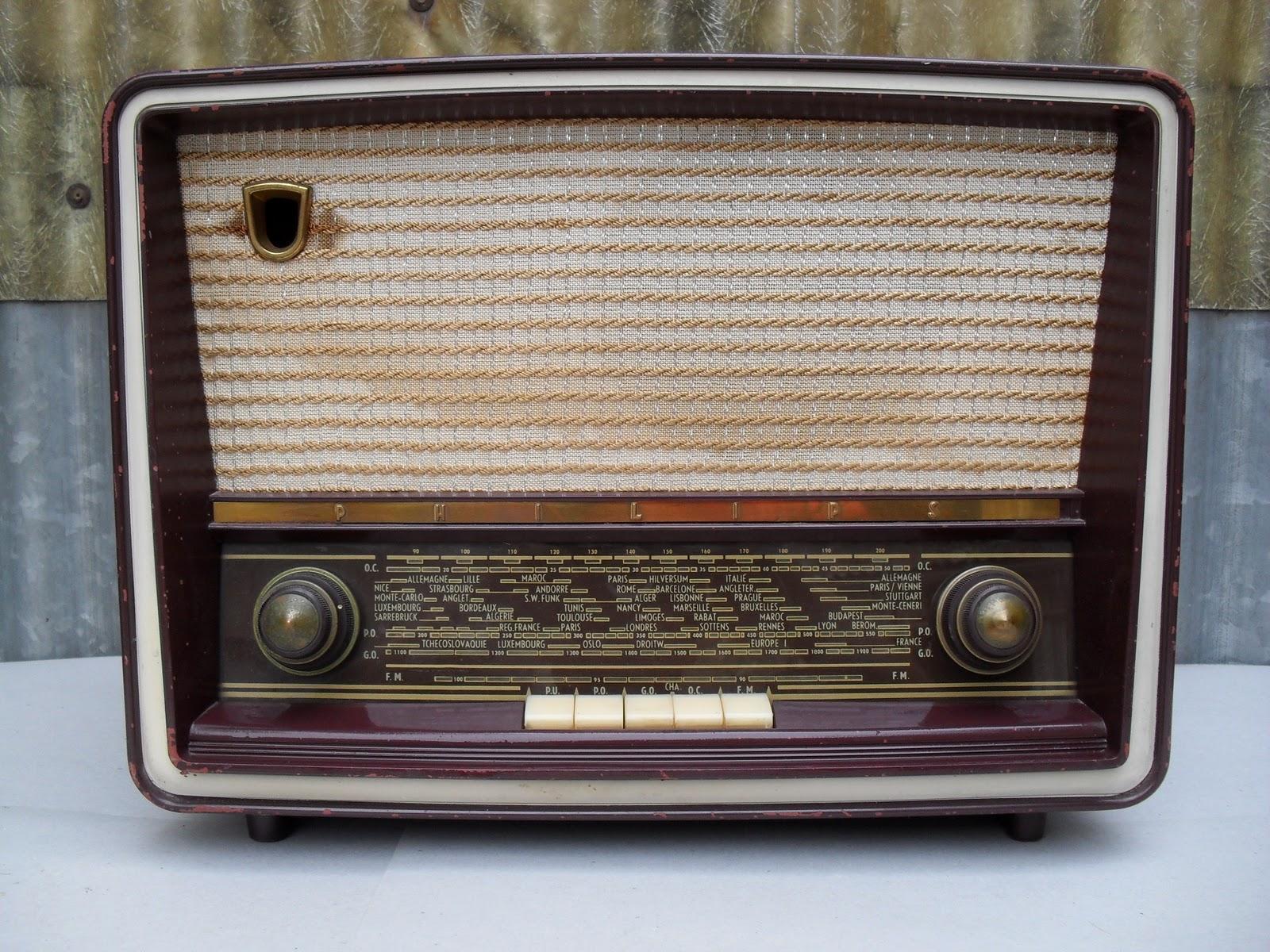 collectionneur de tsf et radio philips mod le b4f 75 a ann e 1957. Black Bedroom Furniture Sets. Home Design Ideas