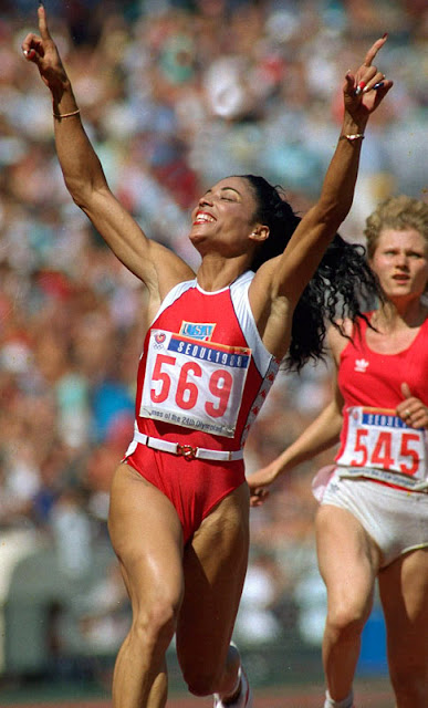 14 fastest pair of legs 25 Perempuan yang Paling Extreem di Dunia