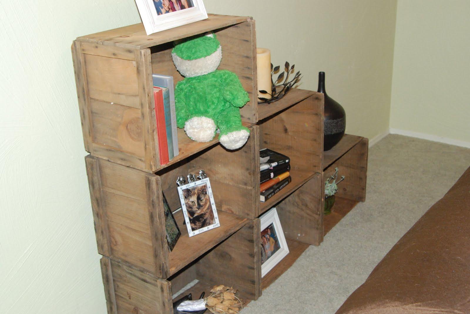 Diy splendid living apple crate bookshelves for Diy apple boxes