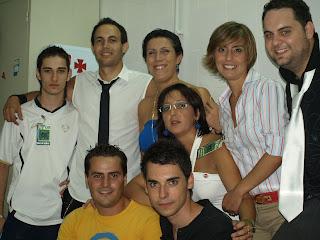 Los componentes del grupo con las concejalas y la ADJ del Ayuntamiento de Constantina
