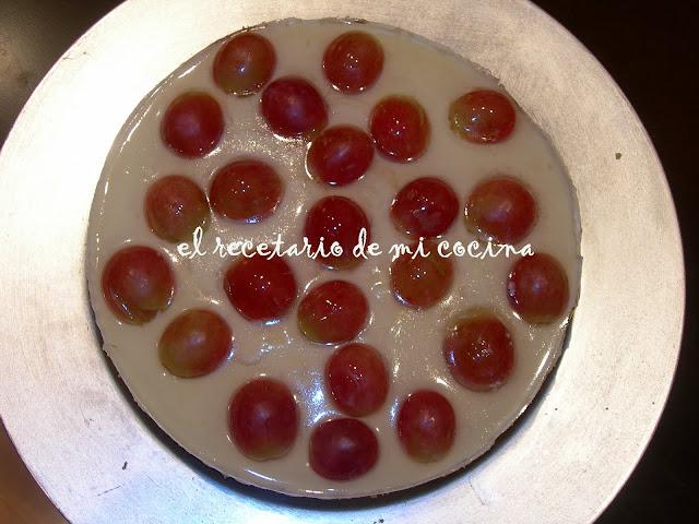 Tarta de queso y uvas al moscatel