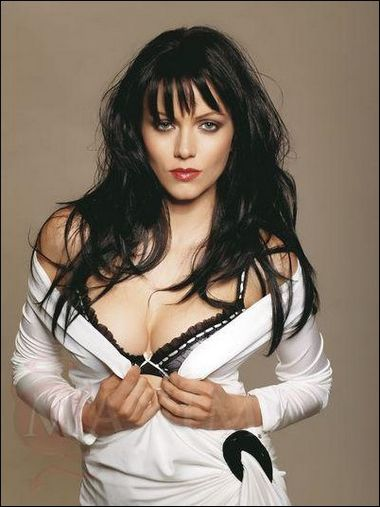 Yana Gupta profile pantyless Review bollywood celibrity films bikinipics