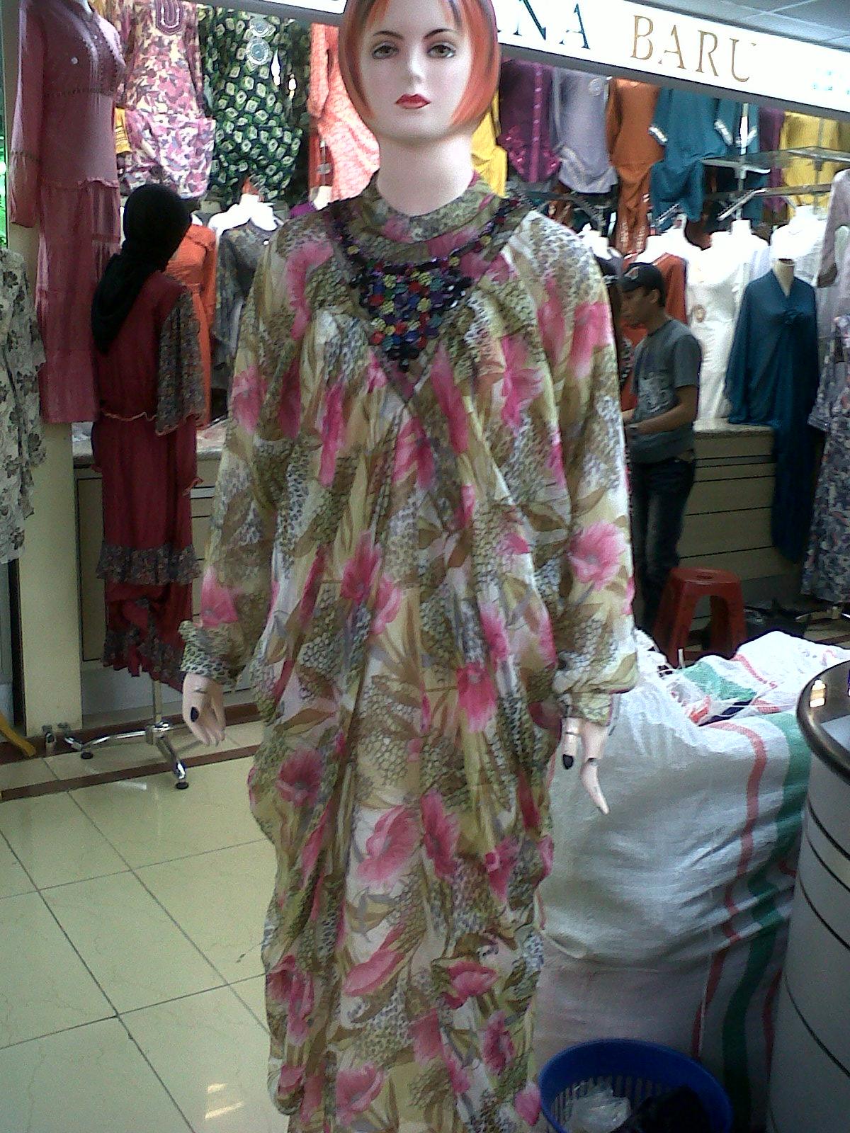 Gaya Busana Koleksi Fashion Gamis Gaun Syahrini