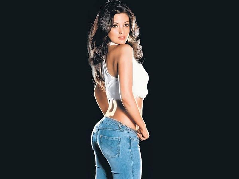 sexy for girls: Riya Sen Bum Cheek Bum