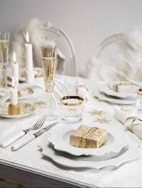 Vacker dukning i vitt och guld