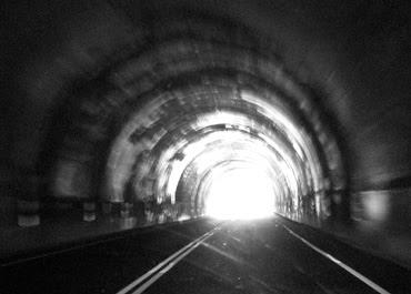 http://2.bp.blogspot.com/_iJV3olKDHAc/Sju5mv6OosI/AAAAAAAAAbw/35_eY4RHXwA/s400/tunnel.jpg